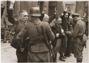 Arrestatie AK soldaten door de Duitsers